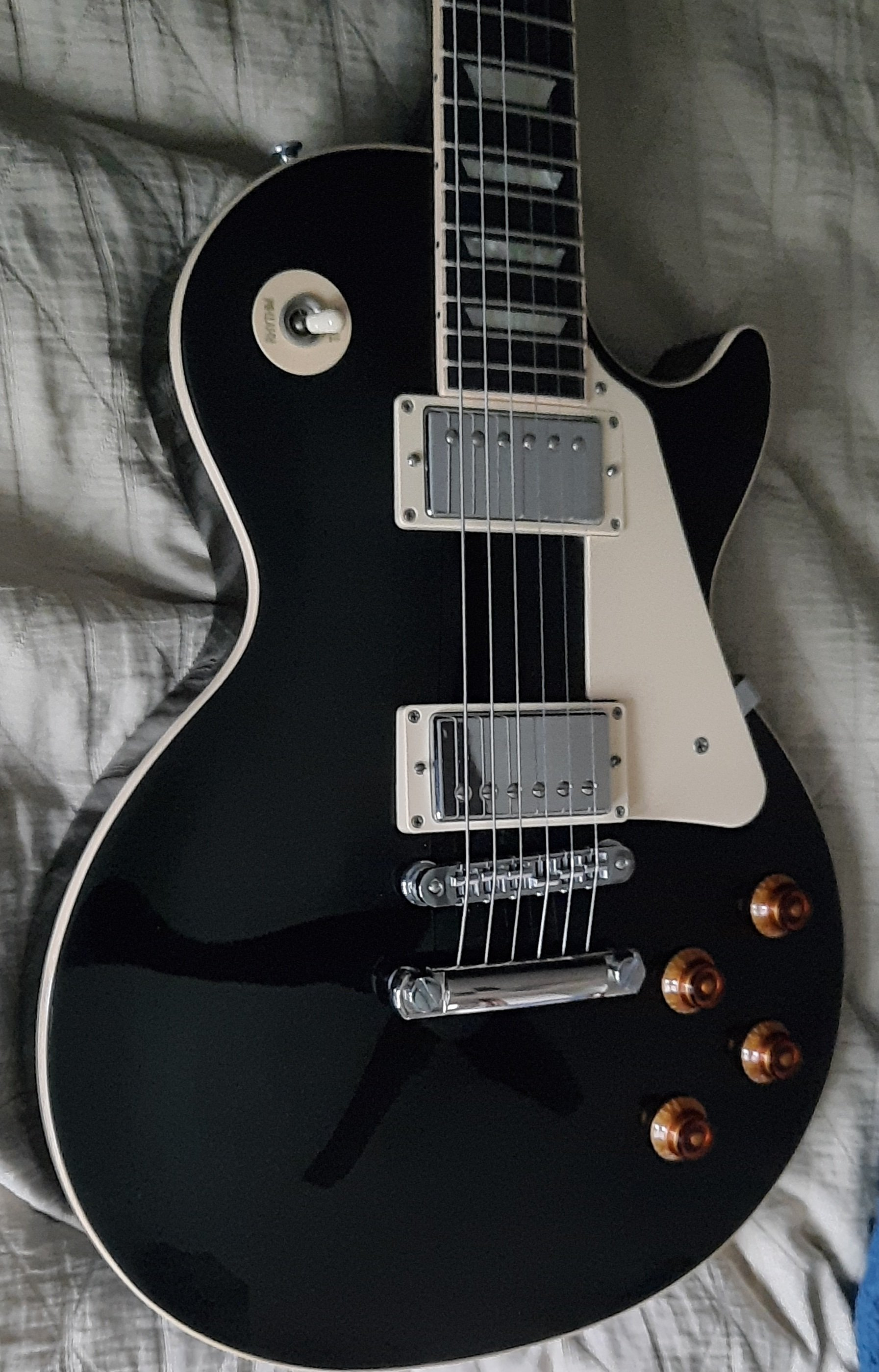 www.guitarscanada.com